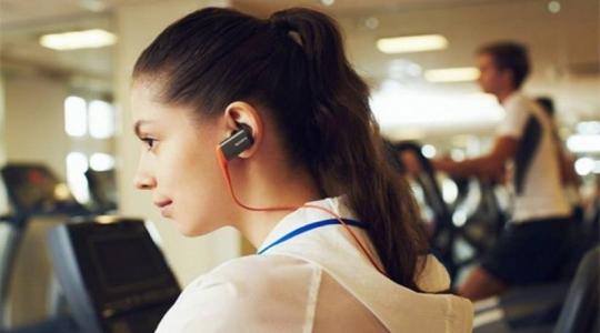 headset-anti-air-sony-untuk-pecinta-olahraga-BOoTLjqCPQ