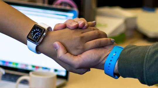 apple-watch-patent-handshake-2-970-80