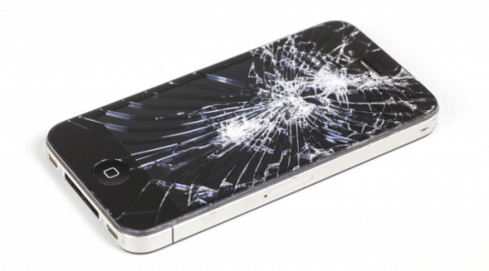 iphone_cracked_screen_shutterstock_241812175-640x0